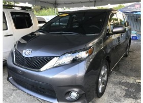 TOYOTA SIENNA PERFORMANCE PACKAGE ′LOADED