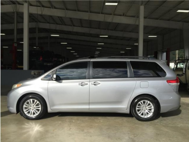TOYOTA SIENNA SPORT 2011 LIMITED EDITION