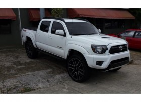 TOYOTA TACOMA TRD 4X4 EXTRA CLEAN