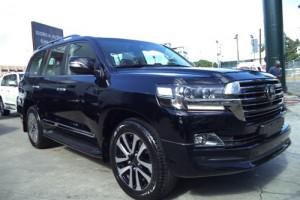 Toyota Land Cruiser Black Edition 2018