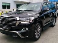 Toyota Land Cruiser VIP 2018 negra