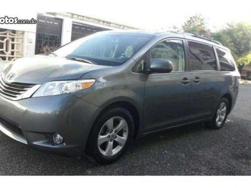 Toyota siena le 2012
