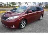 Toyota sienna 2011 roja