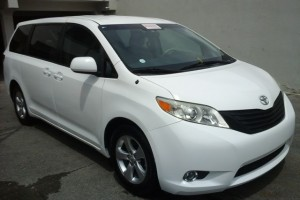 Toyota sienna LE 13