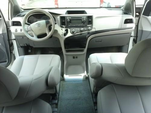 Toyota sienna LE 13