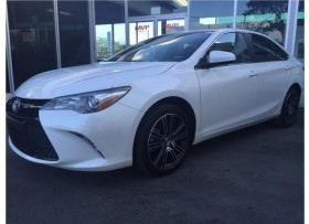 """Toyota Camry """"Special Edition"""" 2016"""