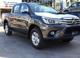 Toyota Hilux Limited 2018 negra
