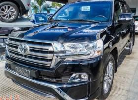 Toyota Land Cruiser VXR 2018 negra