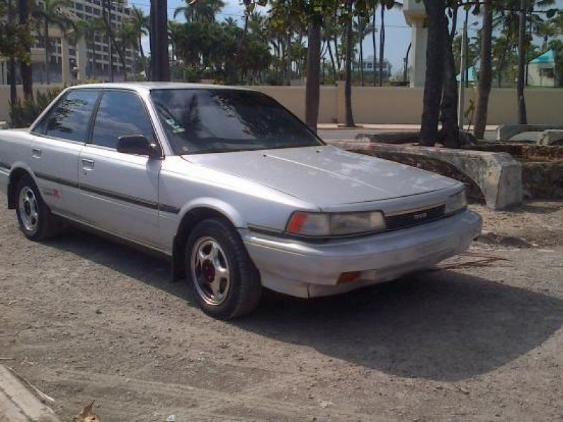 Toyota camry 1989 gris metalico
