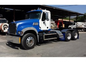Tractor Mack Remolque Blue
