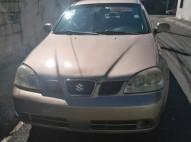 Vendo carro Suzuki Forenza 2005 por motivo de superación
