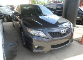 toyota camry 2010 gris